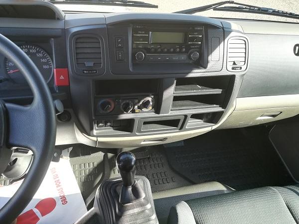 Nissan NT400 Caja cerrada